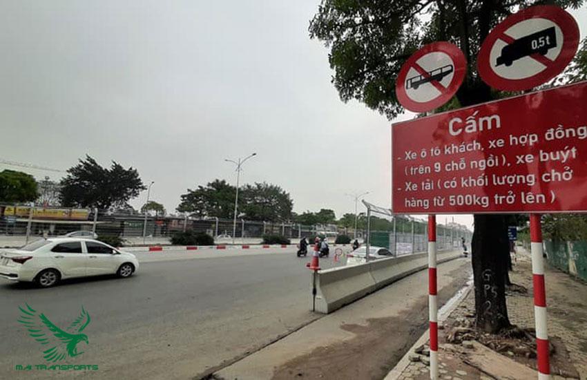 Xe tải vận chuyển hàng hóa bị cấm giờ cao điểm