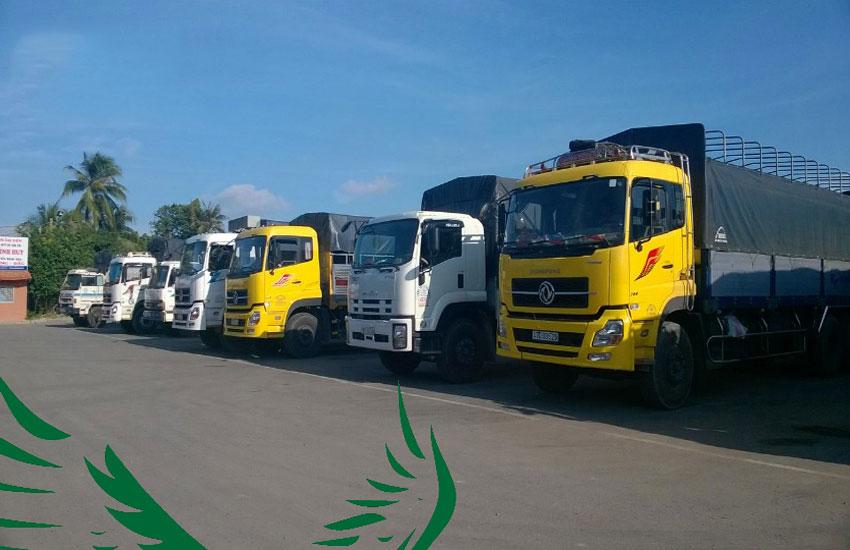 Xe tải trọng tải lớn vận chuyển hàng hóa