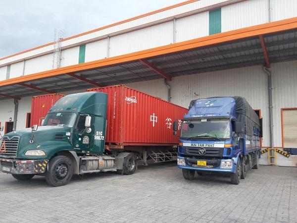 So sánh xe tải và xe cont