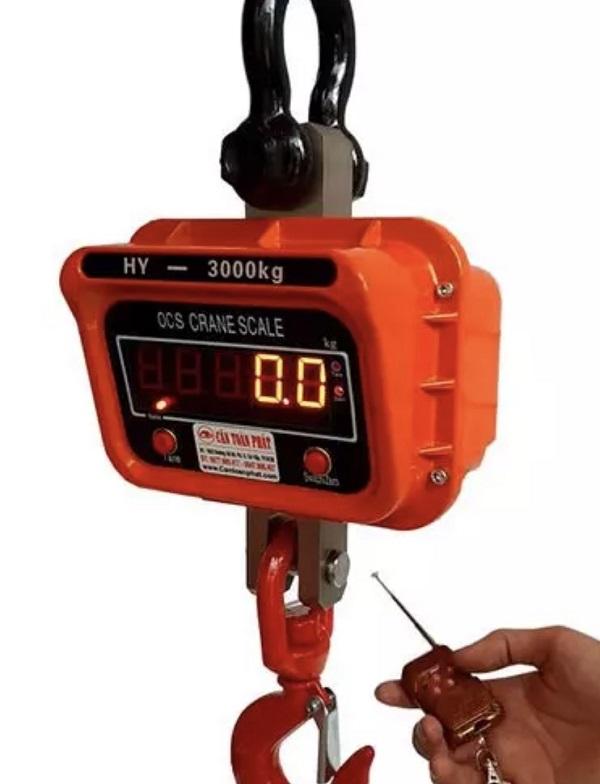 Sử dụng cân điện tử xác định trọng lượng hàng hoá (vài trăm kg tới vài tấn)