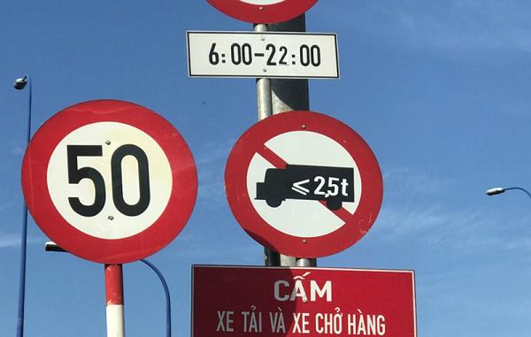 Biển cấm xe tải vào nội thành
